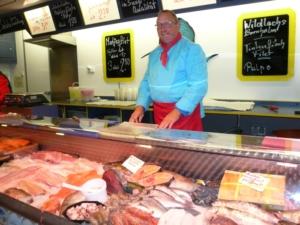 Frischer Fisch auf dem Hallerplatz-Markt