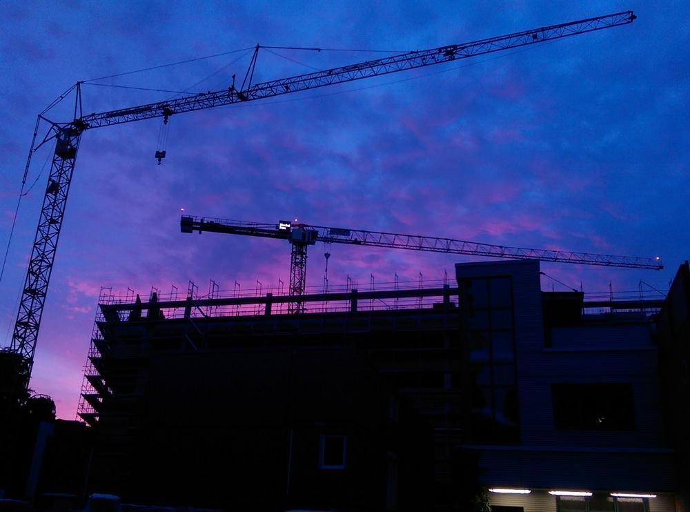 Baukräne im Abendhimmel von Rotherbaum