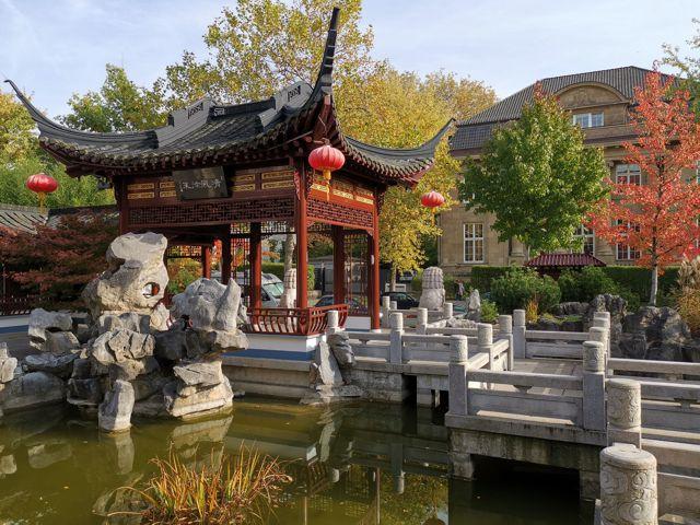 Blick vom chinesischen Teehaus zur Villa Ballin an der Feldbrunnenstraße 58