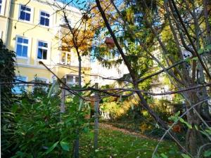 Der Pöseldorfer Weg ist eine grüne Straße in Rotherbaum