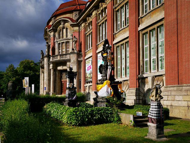 Hinduistischer Tempel vor dem Museum am Rothenbaum in Hamburg
