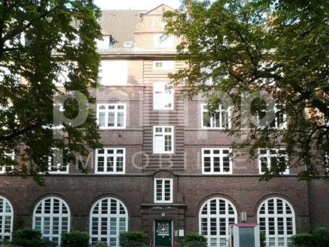 Schmuckstück mit Potential, 20253 Hamburg-Harvestehude, Mehrfamilienhaus